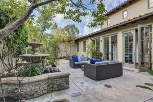 mansion-court-yard